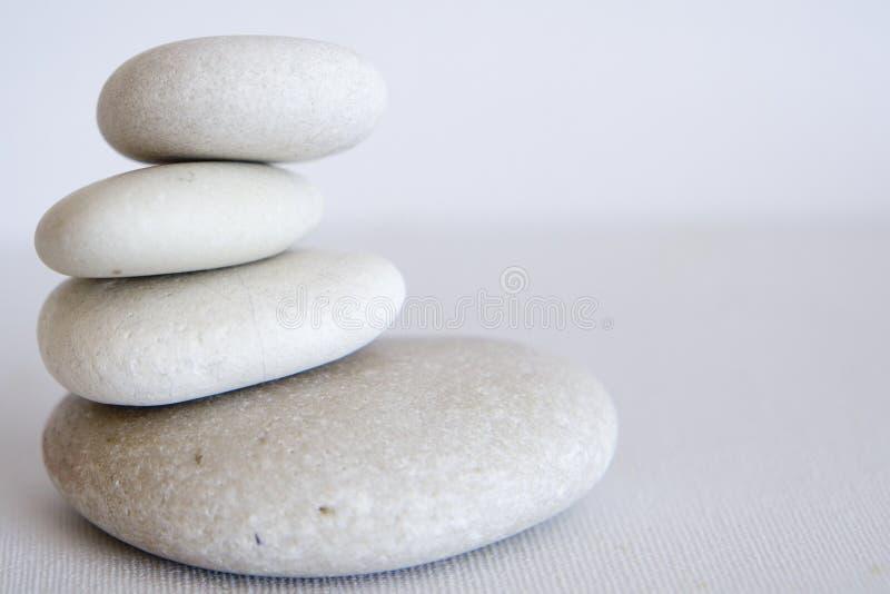 Het in evenwicht brengen van rotsen royalty-vrije stock afbeelding