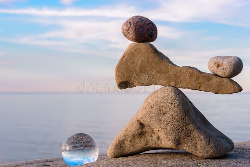 Het in evenwicht brengen van stenen stock fotografie