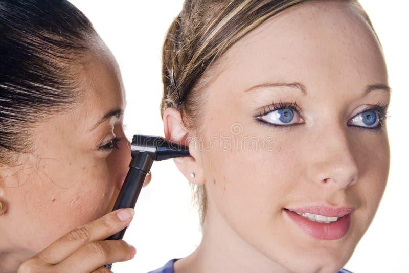 Het examen van het oor stock fotografie