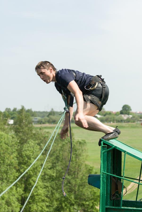 Het extreme ropejumping stock afbeelding