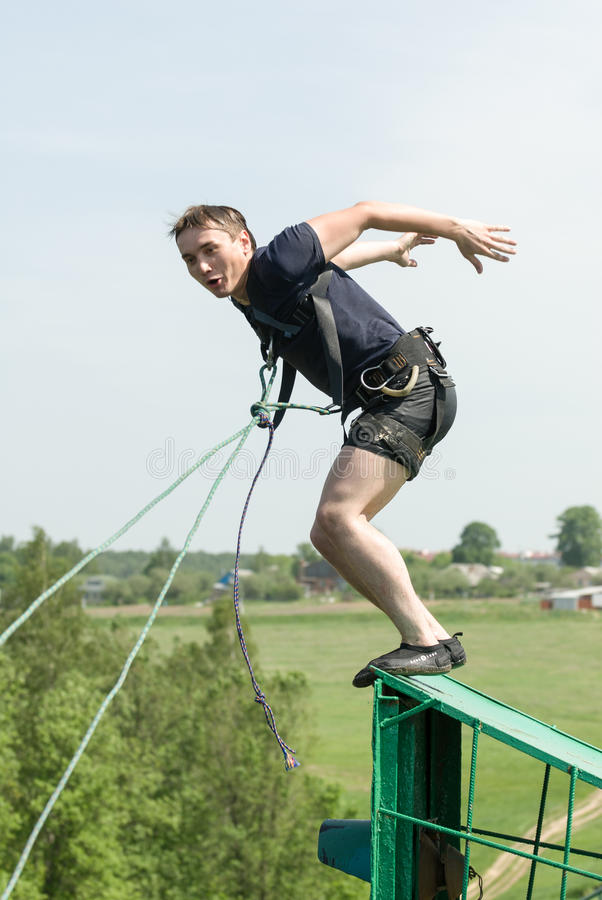 Het extreme ropejumping stock foto