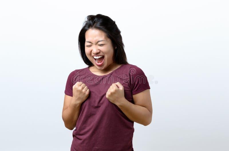 Het Exuberant jonge Chinese vrouw toejuichen royalty-vrije stock foto's