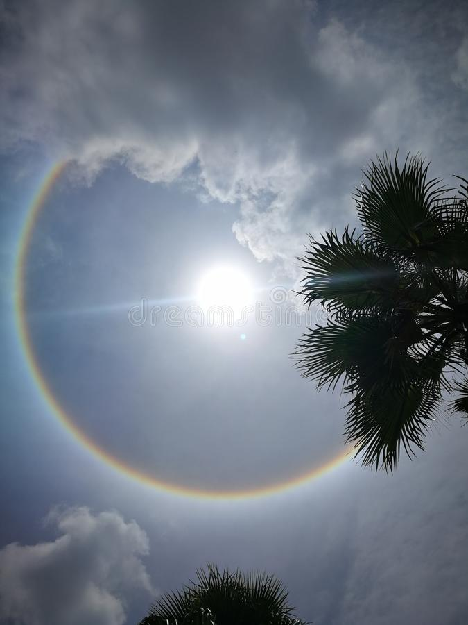 Het fantastische mooie fenomeen van de zonhalo in Thailand stock foto's