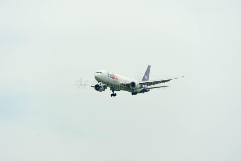 Het Federale Uitdrukkelijke Vliegtuig die van Fedex in Singapore Inter Changi landen stock fotografie