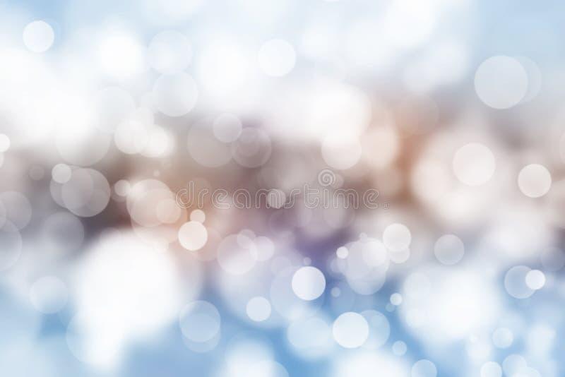 Het feestelijke mooie multikleuren bokeh licht, defocused onduidelijk beeldachtergrond royalty-vrije stock foto