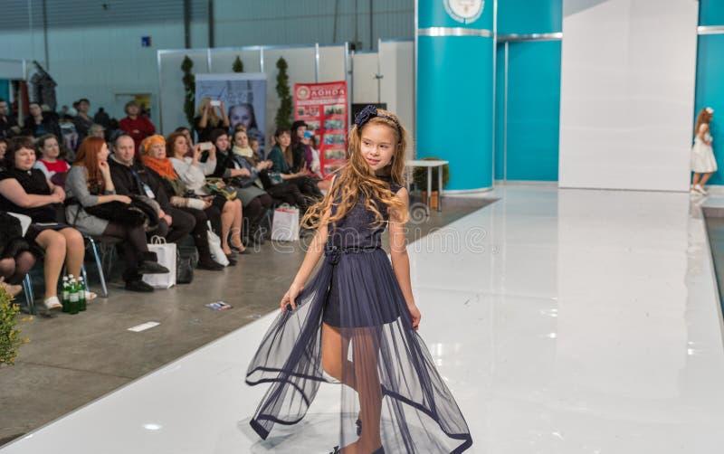 Het festival van de Kyivmanier 2016 van mode in Kiev, de Oekraïne stock foto