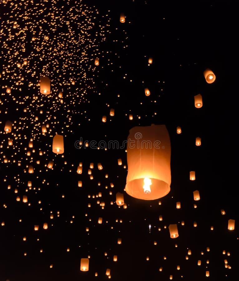 Het festival van hemellantaarns in Chiang Mai, Thailand stock afbeeldingen