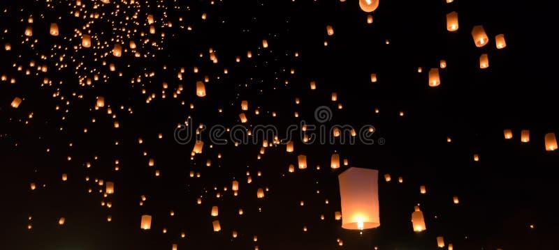 Het festival van hemellantaarns in Thailand stock foto