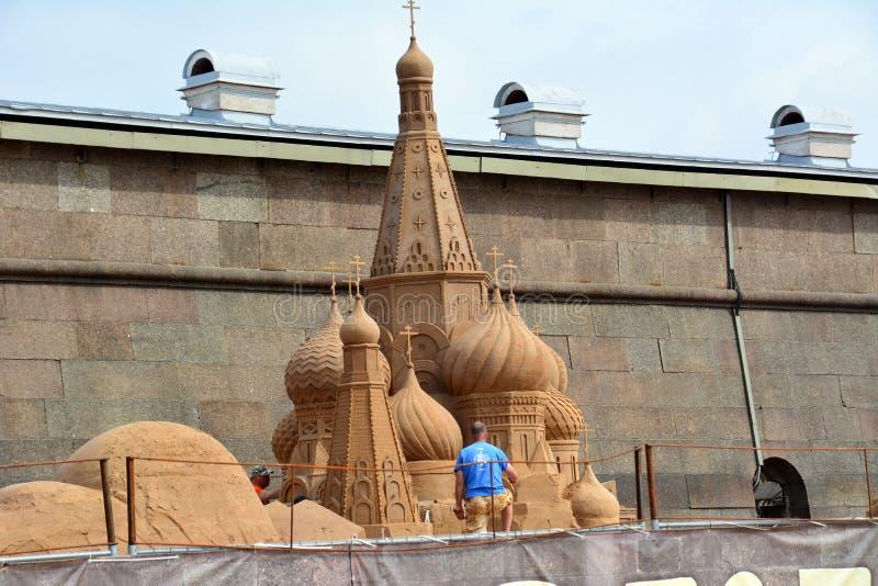 Het festival van het zandbeeldhouwwerk in St. Petersburg royalty-vrije stock foto