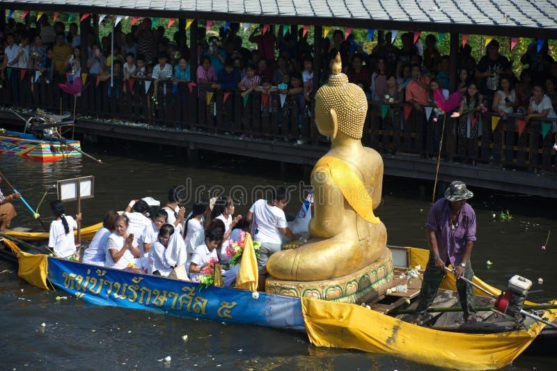 Het Festival van oneffenheidsbua (Lotus Throwing Festival) in Thailand royalty-vrije stock foto