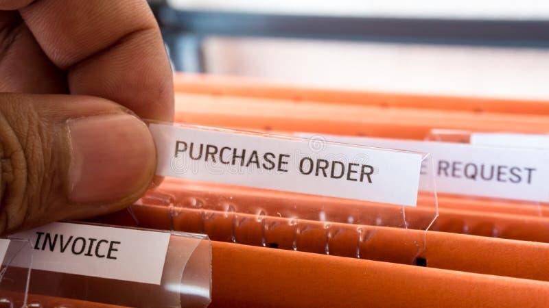 Het financiële contract van het kooporderdocument houdt in de omslag royalty-vrije stock afbeeldingen