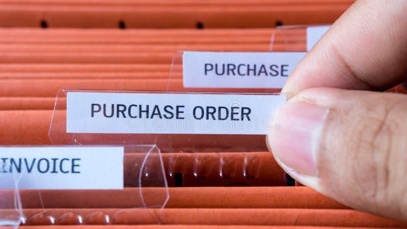 Het financiële contract van het kooporderdocument houdt in de omslag royalty-vrije stock foto