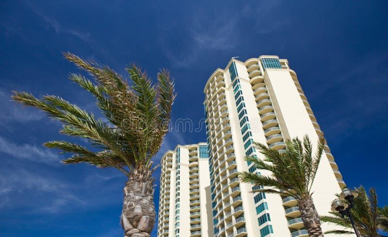 Het Flatgebouw met koopflats van het strand royalty-vrije stock foto's