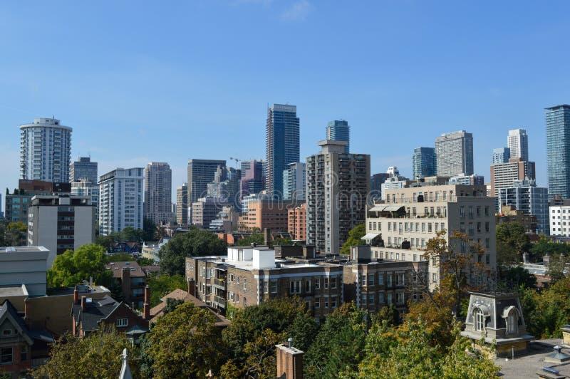 Het flatgebouw met koopflatsgebouwen van Toronto royalty-vrije stock afbeelding
