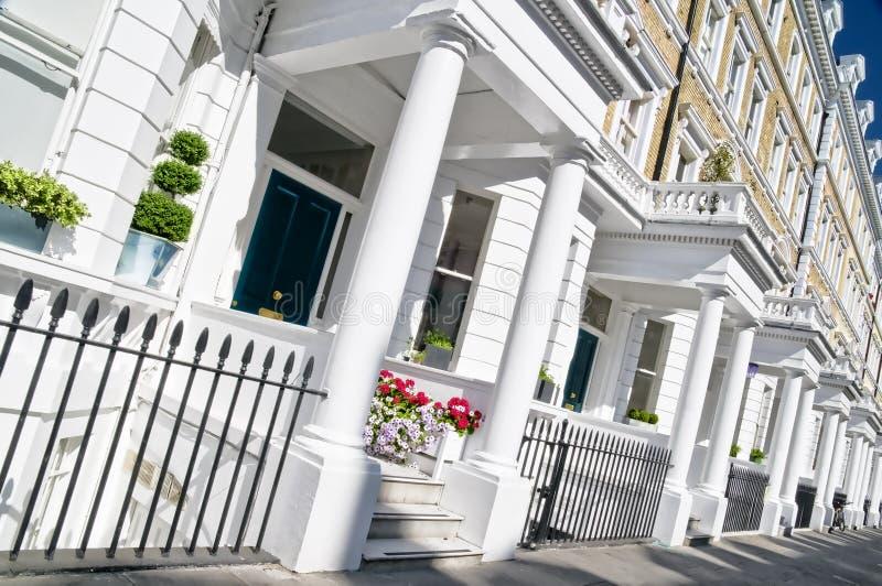 Het Flatgebouw van de luxe In Londen stock afbeeldingen