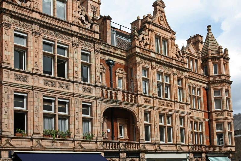 Het flatgebouw van Londen in Mayfair stock foto's