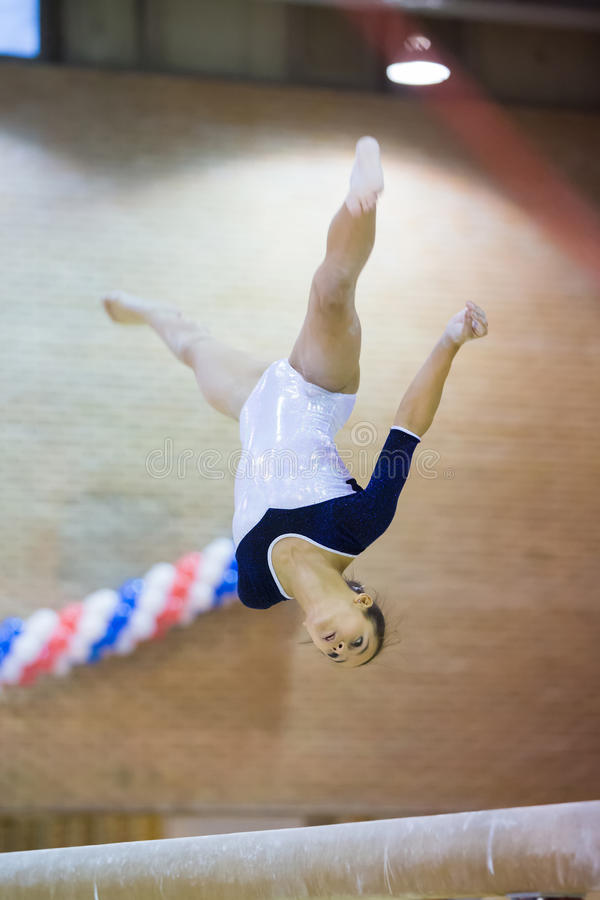 Het flexibele meisje presteert in Hall Dynamo Stadium royalty-vrije stock foto