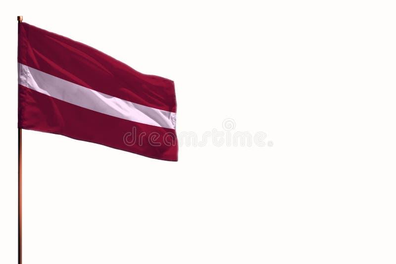 Het fluiten van de Afzonderlijke vlag van Letland op witte achtergrond, die met de ruimte voor uw inhoud wordt gemokkeld royalty-vrije stock afbeelding