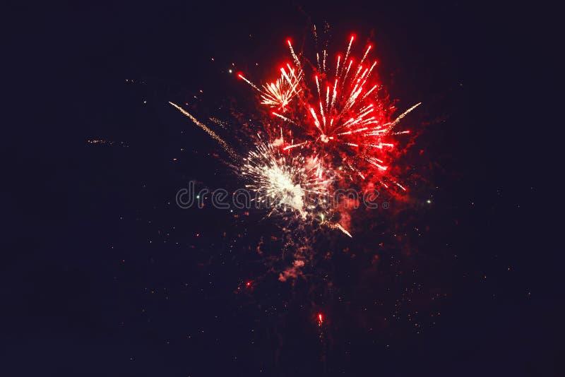 het fonkelen flitsen van een feestelijk vuurwerk royalty-vrije stock foto