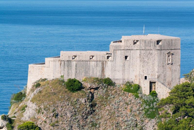 Het fort Lovrijenac is een vesting buiten de westelijke muur van Dubrovnik royalty-vrije stock foto's