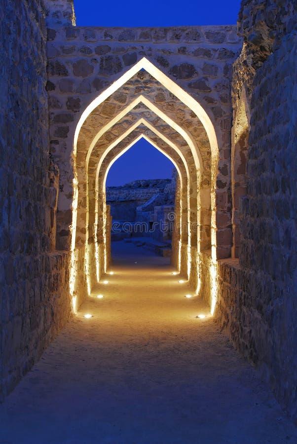 Het Fort van Bahrein bij Schemer 2 stock afbeeldingen