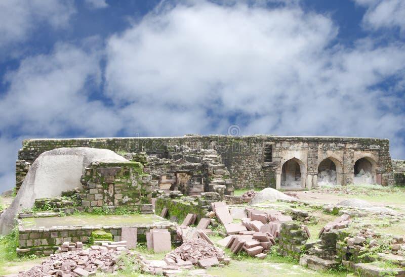 Ruïnes op het noordelijke eind van het fort van Madan Mahal, Jabalpur, India royalty-vrije stock fotografie