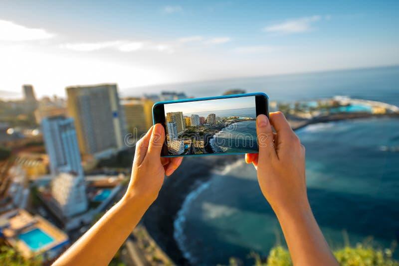 Het fotograferen van La Cruz City van Puerto DE op het eiland van Tenerife stock foto's