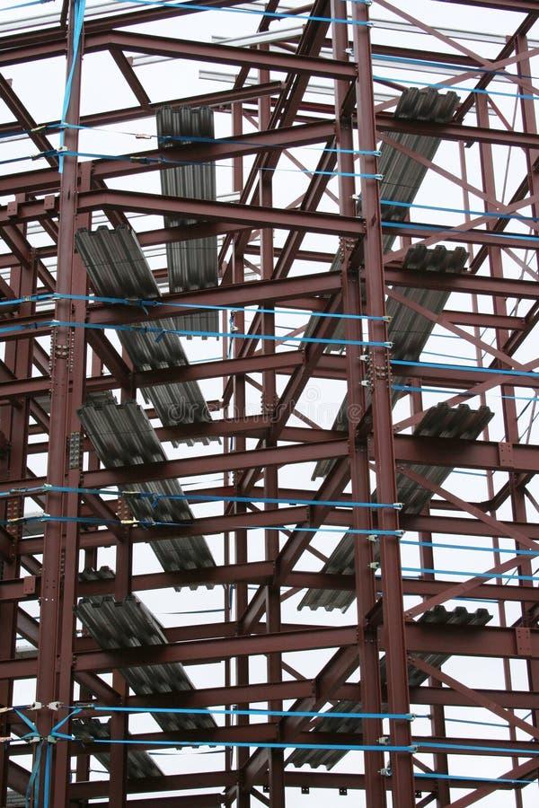 Het frame van het metaal van een gebouw royalty-vrije stock afbeelding