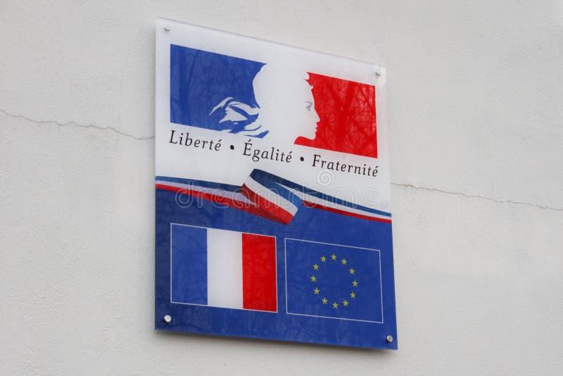 Het Franse teken met Frankrijk en Europa markeren en duidelijke liberte egalite fraternite middelen in de Franse broederlijkheid  royalty-vrije stock foto's
