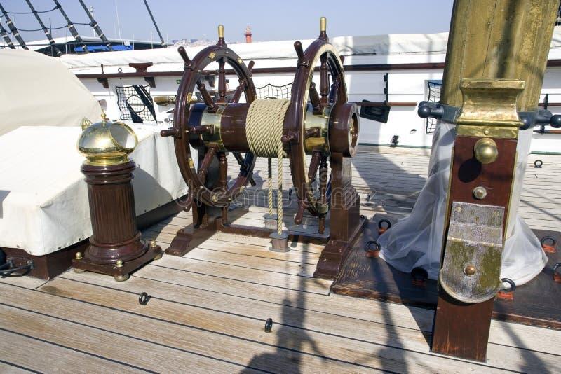 Het fregat Fernando 2 en Gloria Lisbon Portugal het varende kanon van Tagus van de schiprivier stock foto