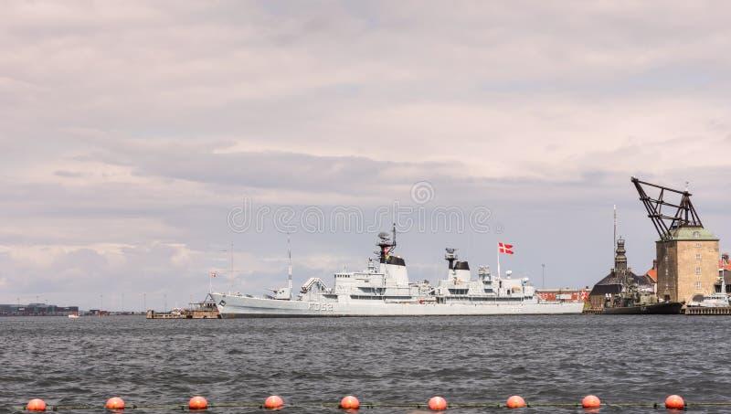 Het fregat Peder Skram, F352, eens een bevelschip en nu een museumschip in Kopenhagen royalty-vrije stock foto's
