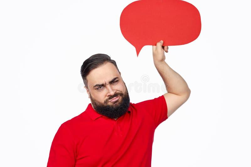 Het fronsen van etnische kerel met toespraakballon royalty-vrije stock afbeelding