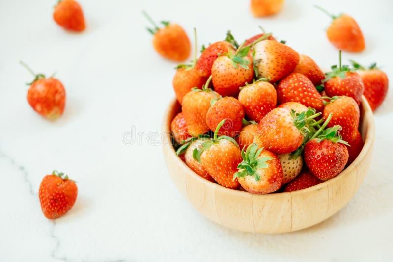 Download Het fruit van de aardbei stock foto. Afbeelding bestaande uit aardbeien - 107707348