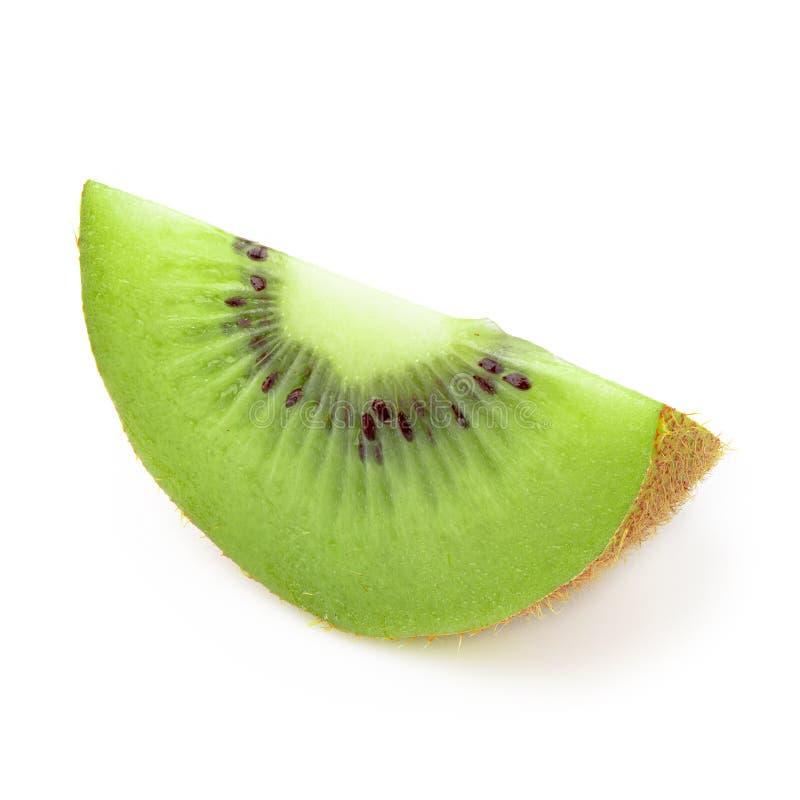 Het fruit van de halve die en Plakkiwi op witte achtergrond wordt geïsoleerd stock afbeelding