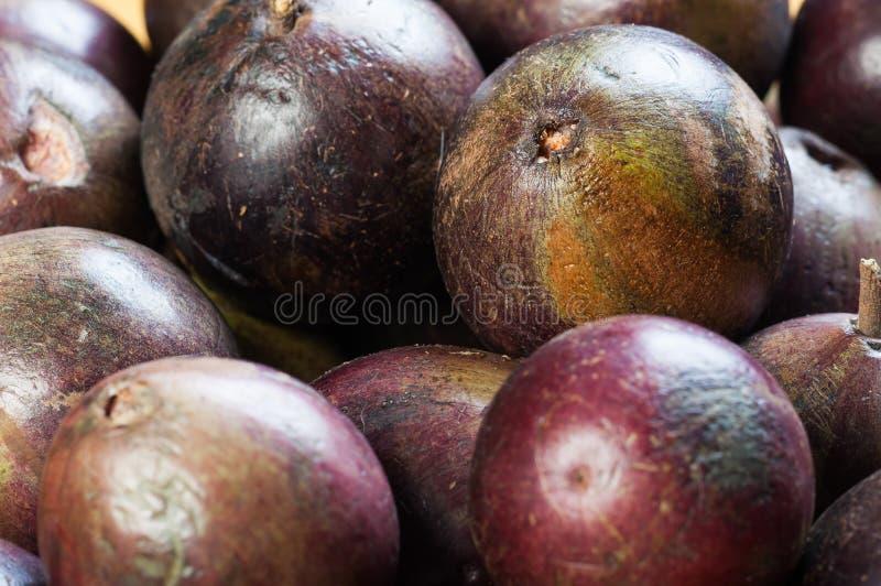 Het fruit van de sterappel het komt met groene of purpere kleur stock fotografie