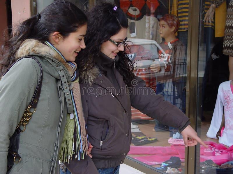 Het gaande winkelen van meisjes royalty-vrije stock foto
