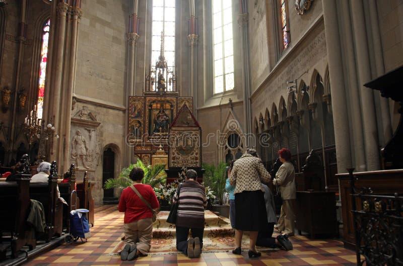 Het gebed vóór het graf van Christus stock foto's