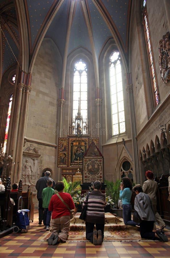 Het gebed vóór het graf van Christus stock foto
