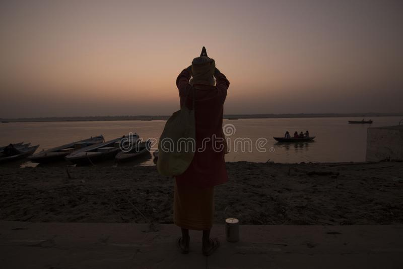 Het gebed van een monnik stock foto's