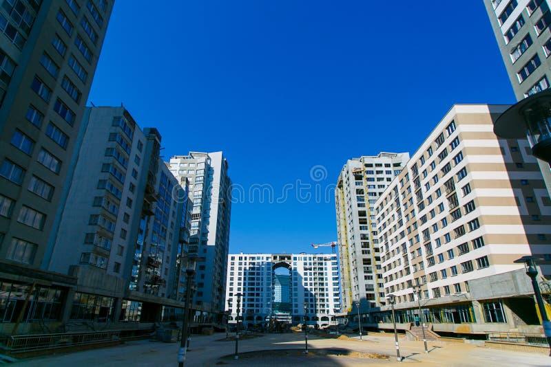Het gebied van de bouw Nieuwe high-rise woonwijk in stad royalty-vrije stock fotografie