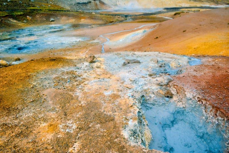 Het gebied van de fumarole in Namafjall, IJsland stock afbeelding