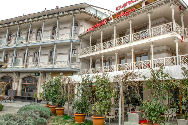 Het gebouw is een koffierestaurant in het centrum het Vierkant van van Tbilisi, Europa royalty-vrije stock afbeelding