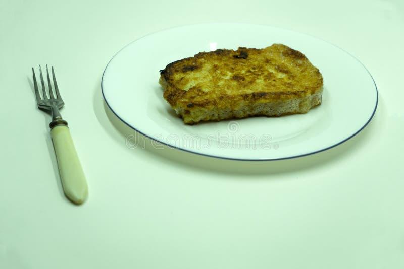 Het gebraden brood snijdt Bulgaars ontbijt Mevrouw egg stock fotografie