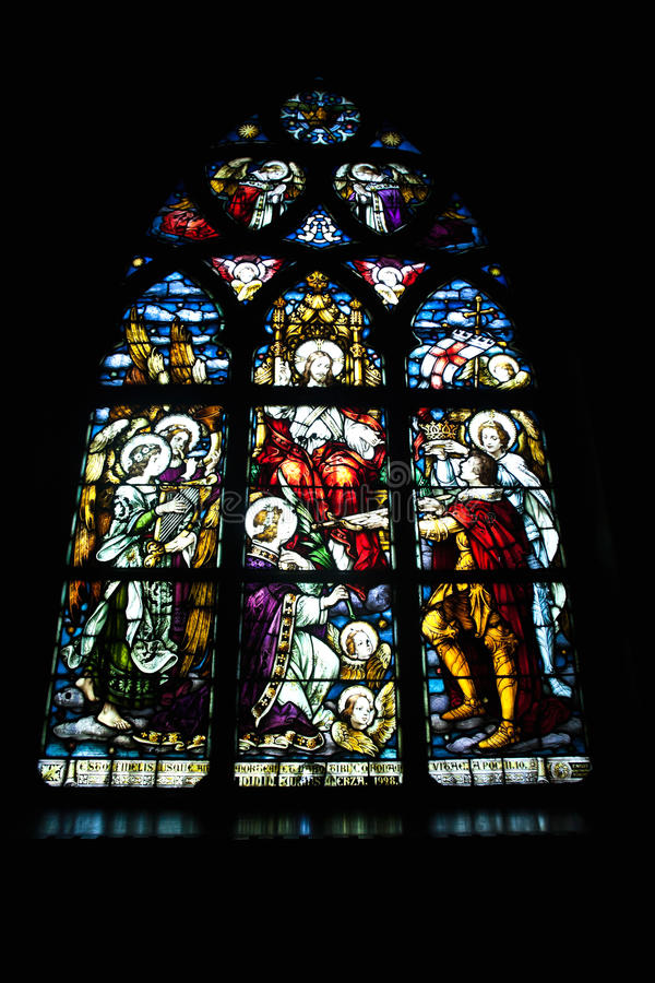Het gebrandschilderd glasvenster van de kerk stock afbeeldingen
