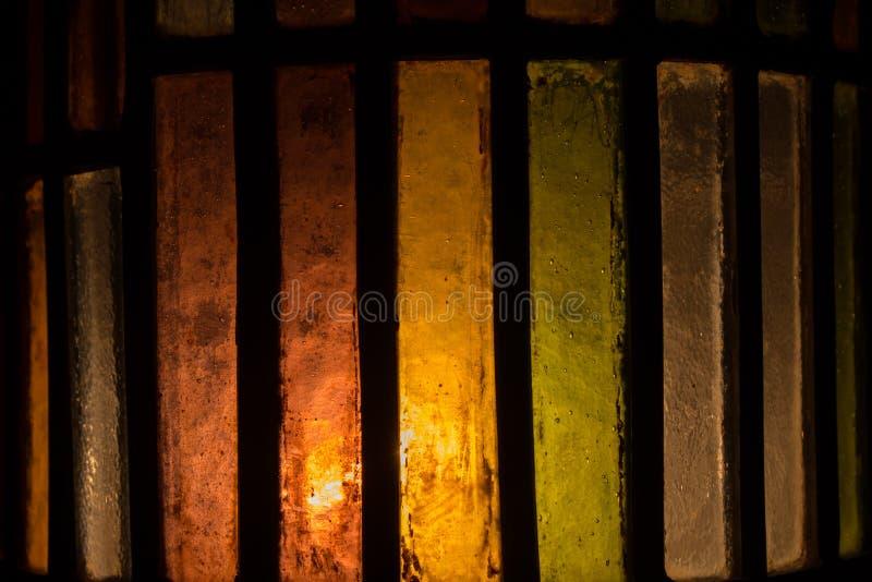 Het gebrandschilderde glasachtergrond van de Abtractkleur stock afbeelding