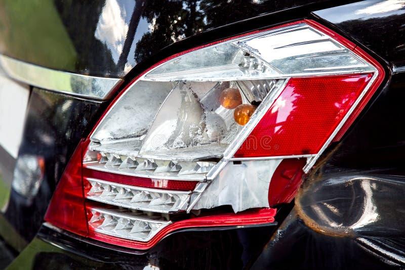 Het gebroken close-up van de auto achterkoplamp royalty-vrije stock afbeelding