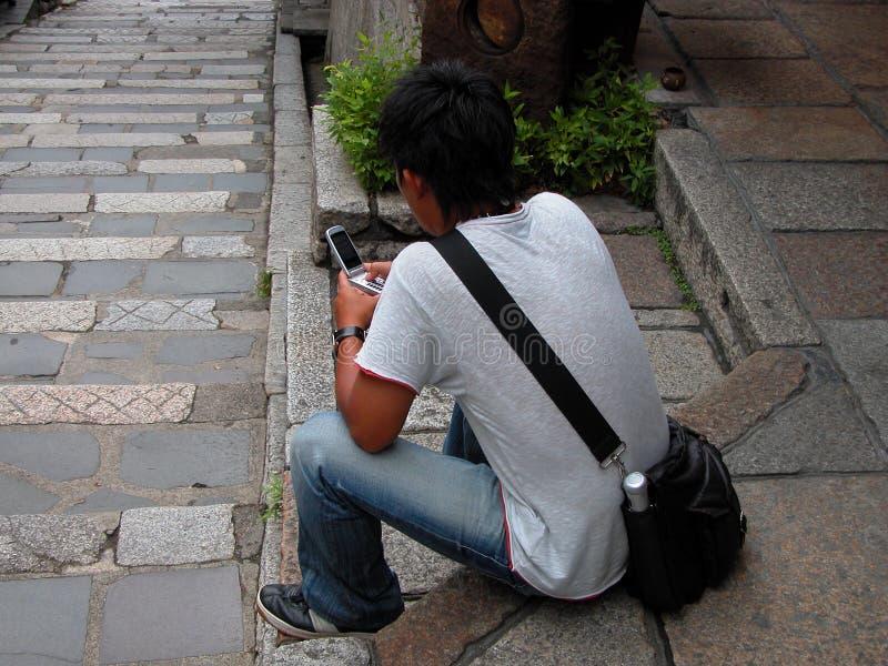 Het Gebruiken Van Een Handyphone Royalty-vrije Stock Foto