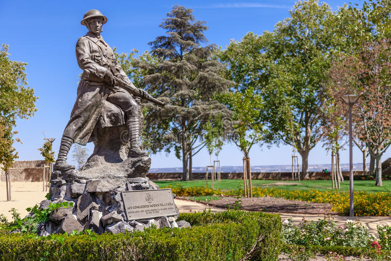 Het gedenkteken aan de slachtoffers van de Eerste Wereldoorlog (de Grote Oorlog) in Portas doet Sol Garden stock afbeelding