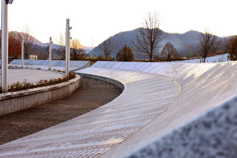 Het gedenkteken srebrenica-Potocari en de begraafplaats voor de slachtoffers van royalty-vrije stock foto's