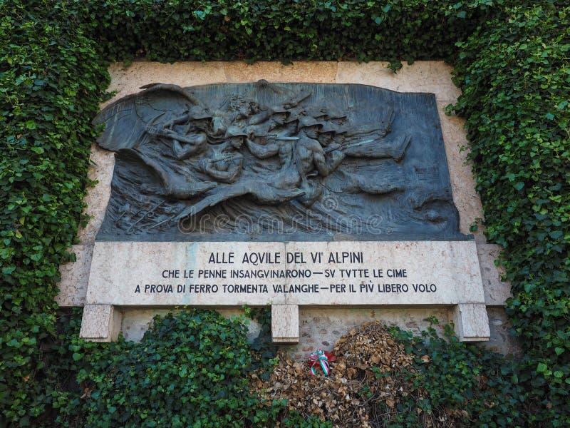 Het gedenkteken van de Alpinioorlog in Verona royalty-vrije stock afbeeldingen